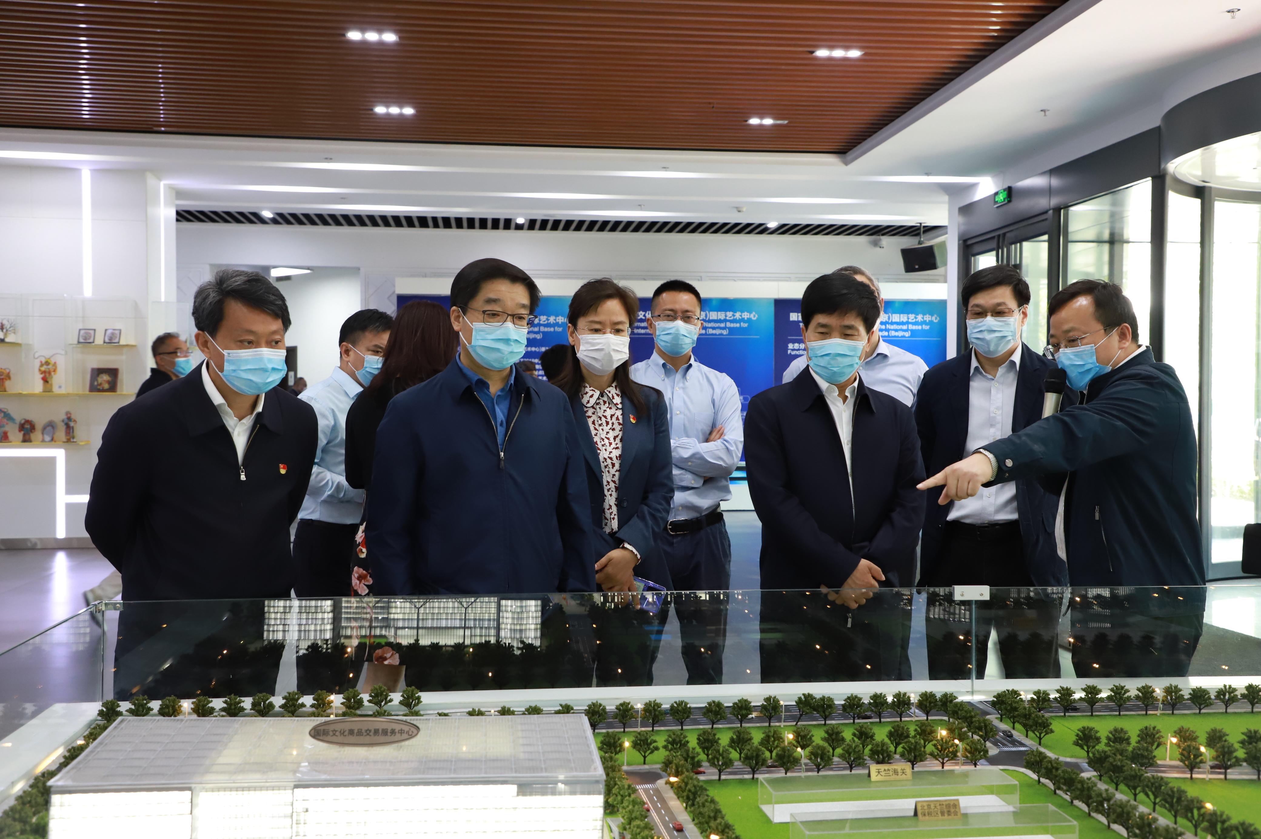 北京市委常委、宣传部长杜飞进一行赴                                                                     国家对外文化贸易基地(北京)  调研指导工作